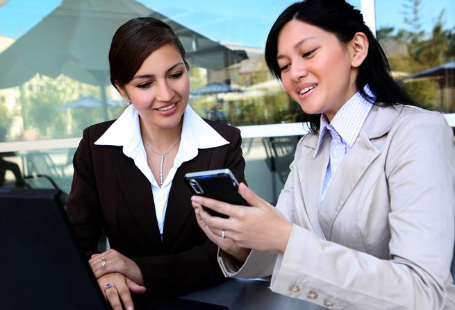 ss-business-women-phone