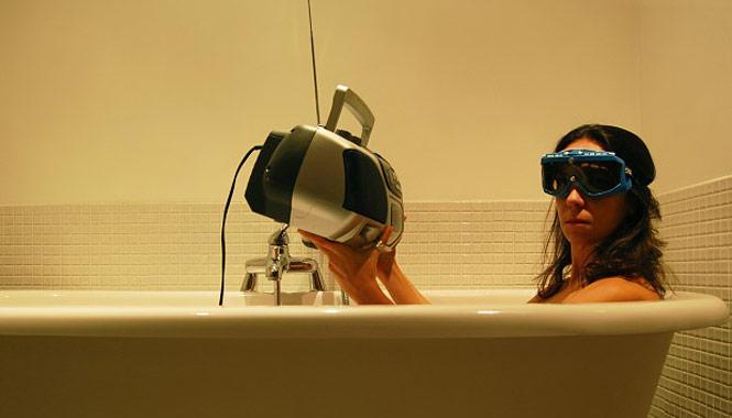 radio-in-bathtub