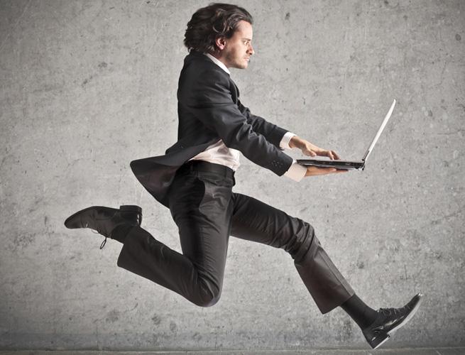 ss-businessman-laptop-running