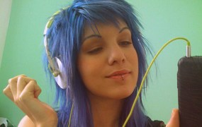 iphone-blue-hair-girl