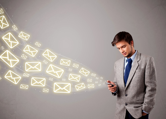 ss-businessman-sending-email