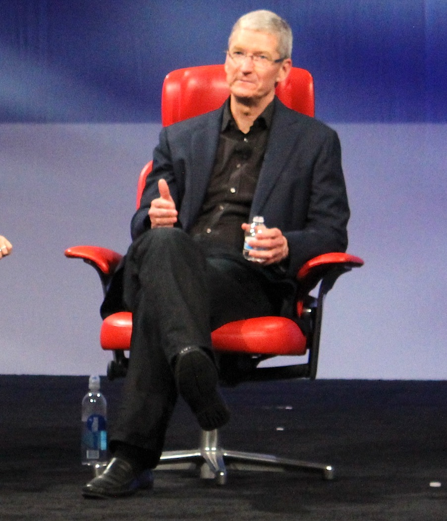Tim Cook gives the thumbs up at D11