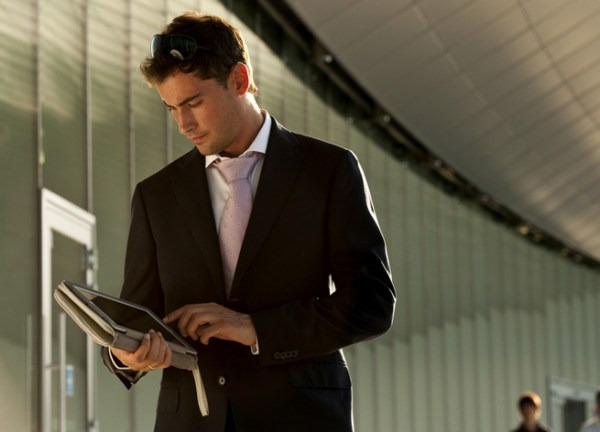 ss-businessman-tablet