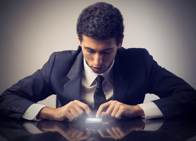 ss-businessman-using-phone