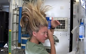 Washing your hair ... in space!