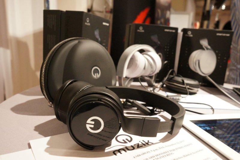 Muzik social headphones