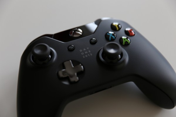 The Xbox One Day One edition controller
