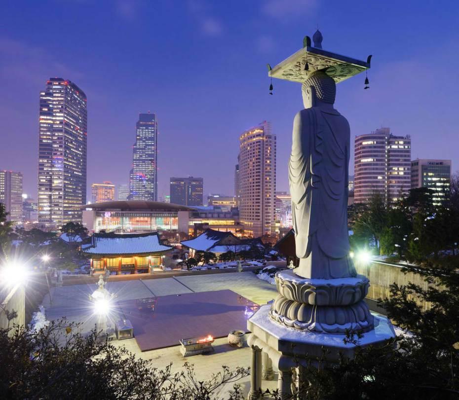 Skyline of downtown Seoul, South Korea from Bongeunsa temple.