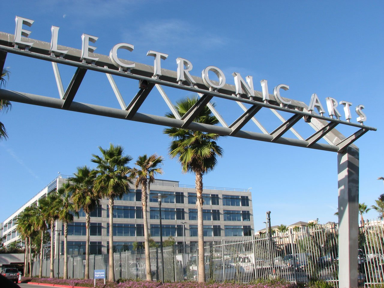 Electronic Arts gets a new CTO from eBay and Microsoft.