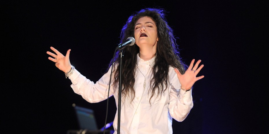Lorde preparing for the Grammys.