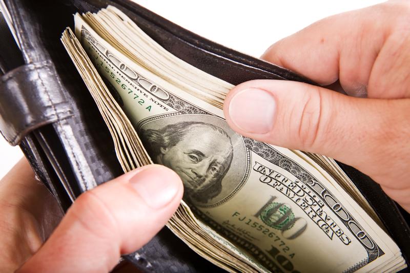 examiner-size-money-in-wallet