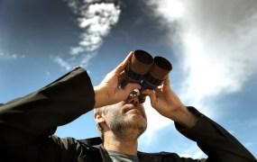 Man binocular Antlio Shutterstock