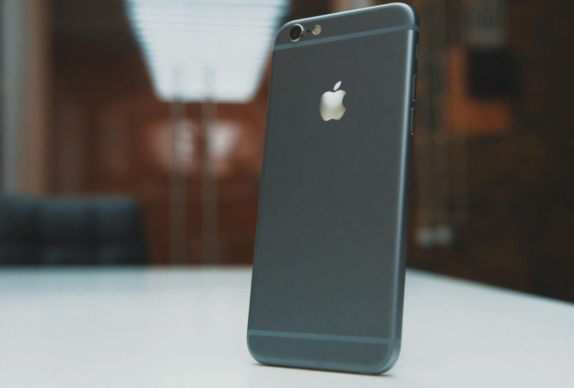 A purported 4.7-inch iPhone 6 mockup put together from a variety of leaked parts.