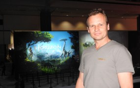 Hermen Hulst of Guerrilla Games showing Horizon: Zero Dawn.