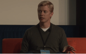 Steve Huffman speaking with Jason Calcanis for a This Week in Startups episode at the Scale conference in 2014.
