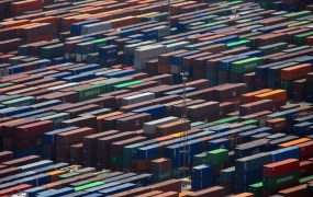 Containers Ramon Llorensi FLickr