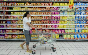 A customer pushes a cart at a supermarket in Fuyang, Anhui province, August 9, 2015. Reuters / China Stringer Network