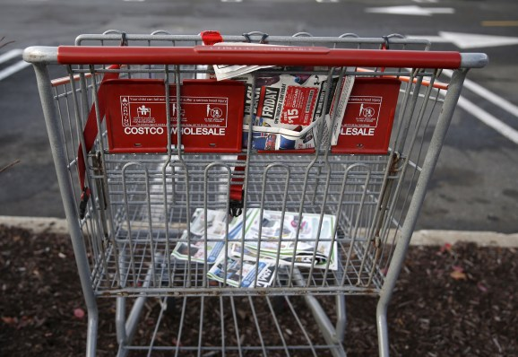 An empty shopping cart is seen in a shopping center parking lot in Westbury, New York November 27, 2015.</body></html>