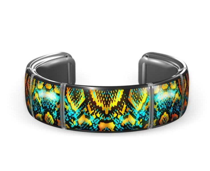Gemio's colorful braceless can connect to friends' bracelets via Bluetooth.