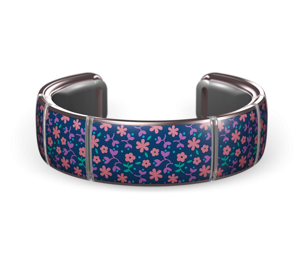 Gemio bracelets have flashing LEDs.