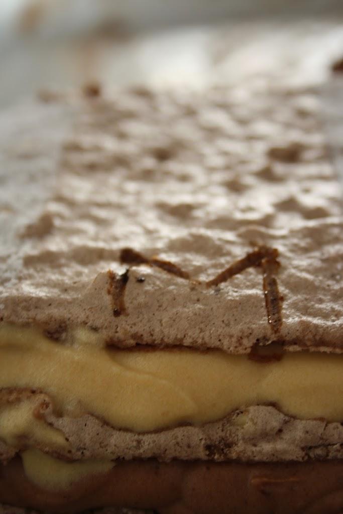 Dacquoise aux noisettes chocolat-caramel