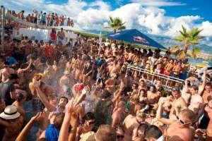 Zrçe plaj partisi Hırvatistan