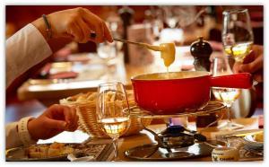 Gastronomia Suíça FONDUE Imagem www.hotel-adler.ch