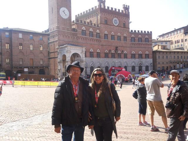 Europa na melhor idade_Piazza del campo_Viajando bem e barato