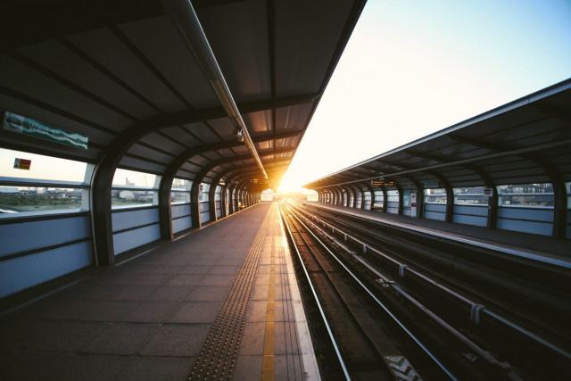 melhor forma de transporte pela Europa_estacao_Viajando bem e barato
