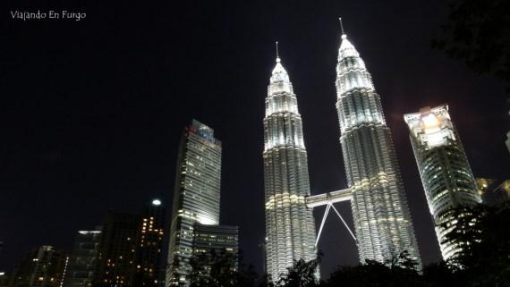 Petronas noche