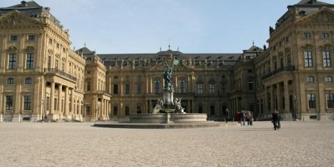 Residencia de Wurzburgo, jardines de la corte y Plaza de la Residencia