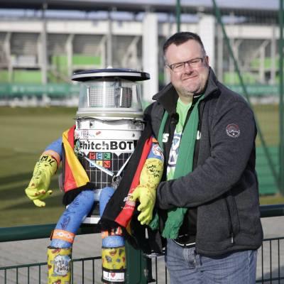 hitchBOT con Andreas en Wolfsburg, Alemania