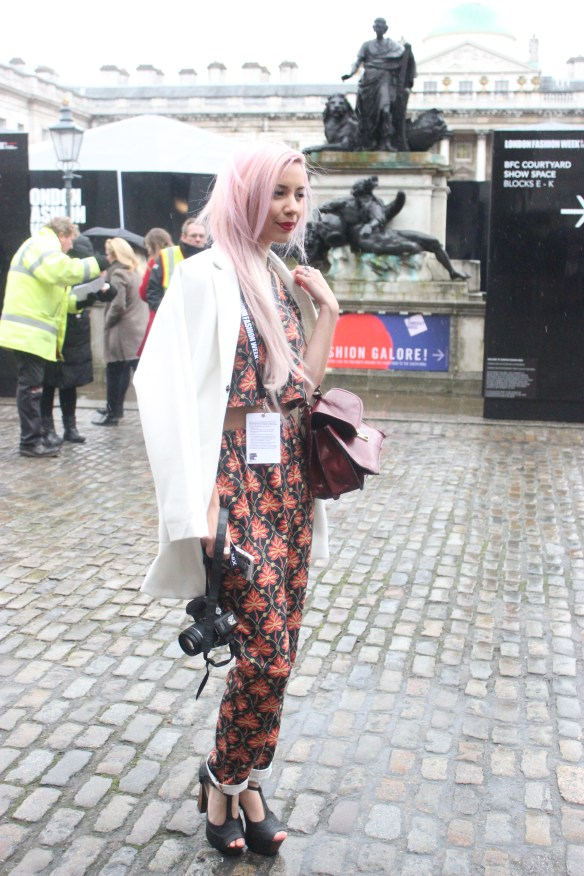 Xq4y8  London Fashion Week - Street style xq4y8