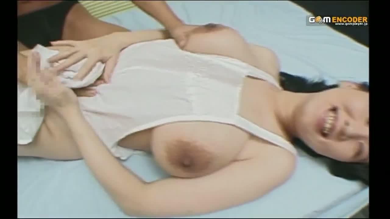ムッチリの熟女の無料jyukujyo動画。裸エプロン姿のぽっちゃり熟女を乱暴にガン突きピストンしてムッチリ爆乳にザーメンパイ射…