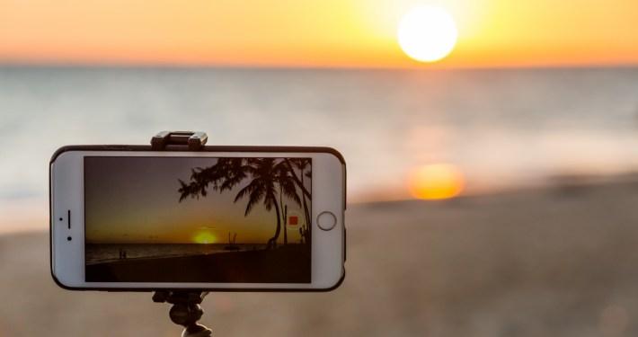 taking-photo-of-sunset-1457110914s65