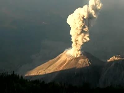 explosion_del_volcan_santiaguito_-_volcano_explosion
