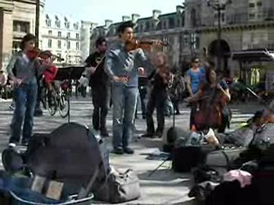 Busking, Classical Style &#8211; Paris