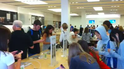 Apple Store – business is booming…