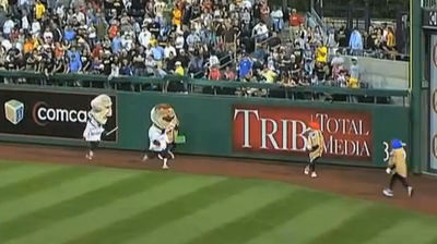 Official PA call: Racing Pierogie Potato Pete takes out Teddy Roosevelt at PNC Park