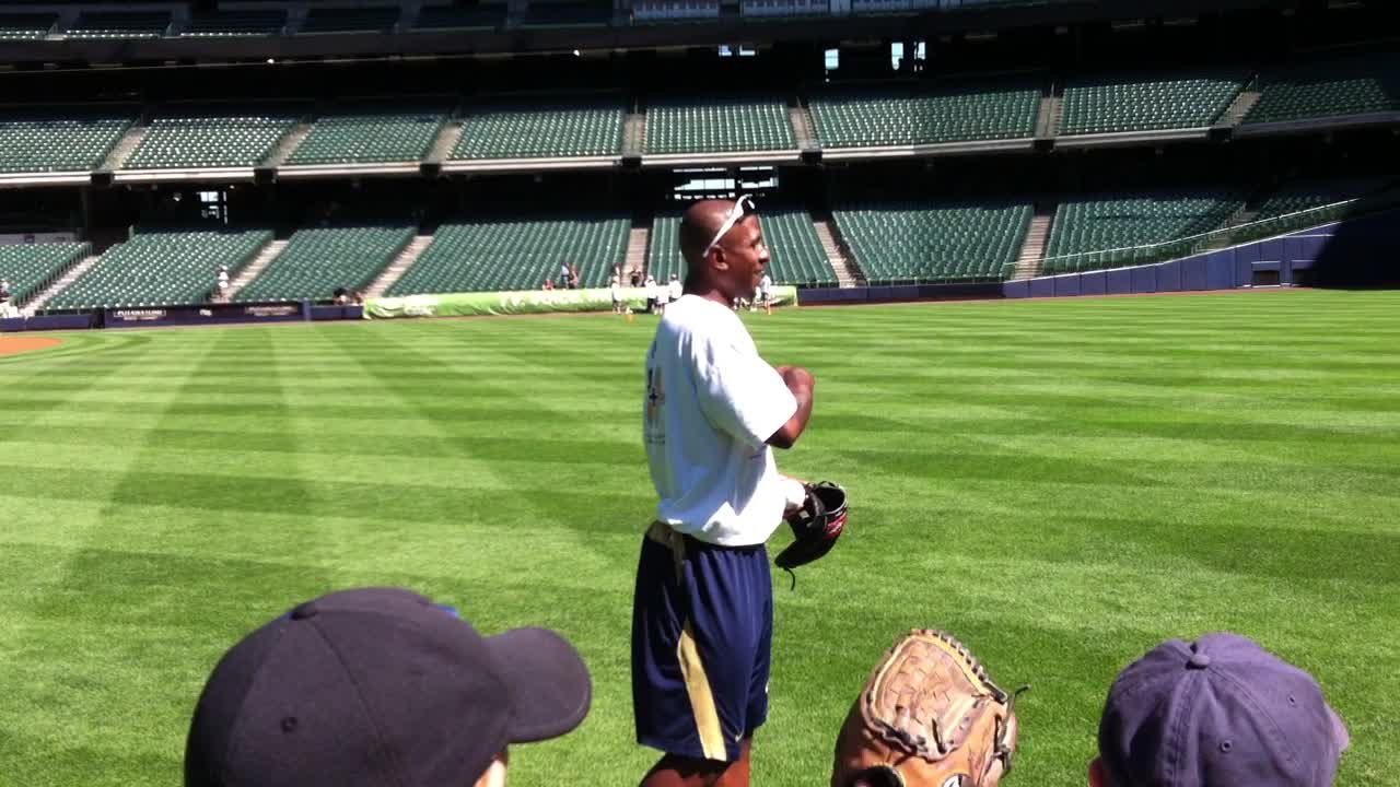 Nyjer Morgan gives some fielding pointers to participants in today&#8217;s clinic.