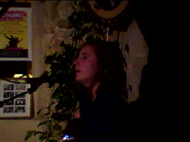 pauline paris plays again at les chansonniers open mic in paris