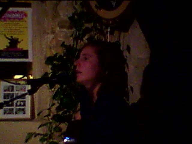 pauline paris plays again at les chansonniers open mic in paris