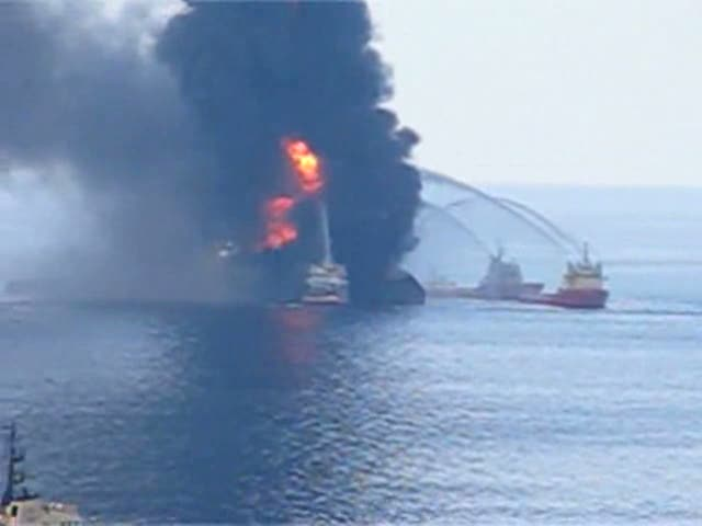 Deepwater_Horizon_fire_seen_by_US_Coast_Guard_helicopter