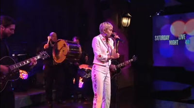 "Miley Cyrus ""50 Ways to Leave Your Lover"" on Saturday Night Live"