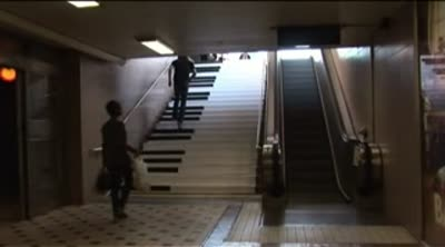 Piano stairs &#8211; TheFunTheory_com &#8211; Rolighetsteorin.se