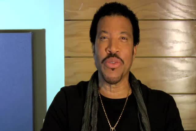 Lionel Richie Greets Street Date Readers