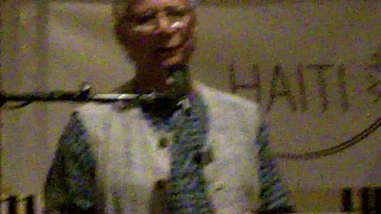Prof.Yunus Addressing Business & Humanitarian Leaders in Haiti (10/13/11)