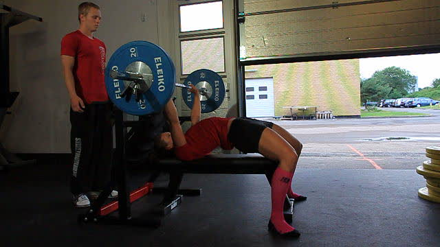 Benchpress_arching_back_web_640x360