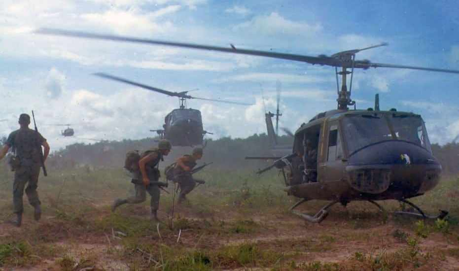 1280px-uh-1d_helicopters_in_vietnam_1966-1024x662