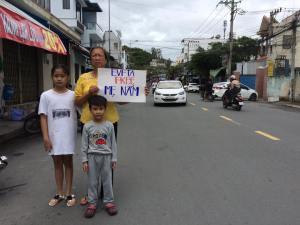 Me Nam's mother and children - Source_ Nguyen Tuyet Lan Facebook - VIETNAM VOICE
